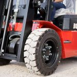 Làm thế nào để biết khi nào cần thay thế lốp xe nâng
