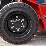 Những lưu ý khi sử dụng lốp xe nâng càng gật gù